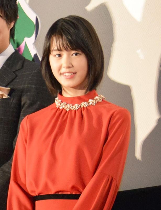 赤いドレスの竹内愛紗